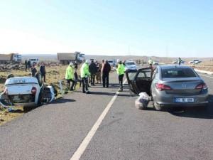 Diyarbakır'da iki otomobil çarpıştı: 5 yaralı