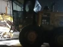 Karda mahsur kalan 10 tır belediye ekiplerince kurtarıldı