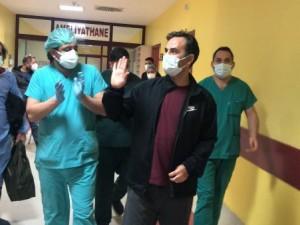 Yoğun bakımda dua isteyen doktor, koronavirüsü yendi